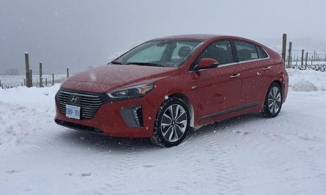 Hyundai_Ioniq-01